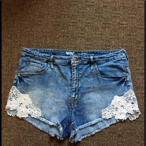 Cute frayed edge shorts with lace great condition